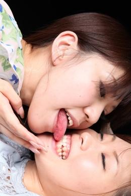 【歯茎舐めれず】 歯茎フェチ舐めれレズ。あいちゃんがさえちゃんの歯茎がすきで舐め出して行く。