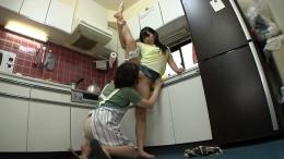 フェチ:レズ:嫁姑の台所レズ