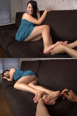 【足裏くすぐり 女が】 足裏の弱い佳奈ちゃんが足裏をくすぐられていき!  涼南佳奈