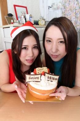 【フェチオナ会員様へ~ささやかなるプレゼント~】 フェチオナ会員の皆様~メリークリスマス!!フェチオナからのささやかなクリスマスプレゼントです。お酒もはいってすっかり上機嫌の2人のやりとりを暖かな目で見守ってあげてください  愛原れの(緑シャツ)/葉月美音(赤ワンピ)
