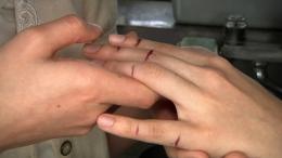 フェチ:レズ:きり傷舐めの友達の指を使ってオナニー(リクエスト) 指まんこ