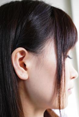 【【リクエスト】耳観察オナニー 羽多野しずく】 可愛い笑顔のしずくちゃんの耳を観察。耳を畳んだりギョウザのように耳をくるんで変形具合を確認。耳の穴を綿棒でほじって気持ちよさそうな表情を浮かべるしずくちゃん。耳掃除をしながらバイブでオナニーしてイクしずくちゃん。 羽多野しずく