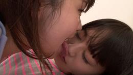 フェチ:レズ:【リクエスト】グータラ妹をお仕置き!Sお姉ちゃんの鼻舐め口臭嗅がせレズ  宮沢ゆかり 葉月もえ