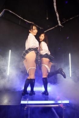 【ダブル女子校生ノーパンダンス】 ノーパンである、事に妄想力を膨らませてご覧下さい。スカートの下は・・・!!女子校生の変態スケベダンスちっく!