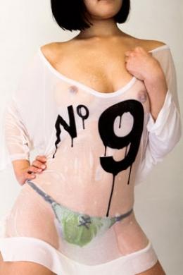 【ウエット透け乳ダンス】 水しぶきをあびながら白Tシャツを濡らしダンス  愛代さやか