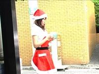 【プレゼント第3弾! 「実録ドキュメント  クリスマスキャンペーン」】 彼氏(彼女?)のいないC美ちゃん、クリスマスは今年も独ぼっち。 「イヴの日もアタシには私にはかんけいない、、、」 アルバイトに励むC美ちゃんだったが、道行く人は皆カップルばかり。 なんだか切ない気持ちになってしまった。 アルバイトを終えたC美ちゃんはサンタ服から着替えようとするのだが、、、 サンプルムービーダウンロードで全編観られます!