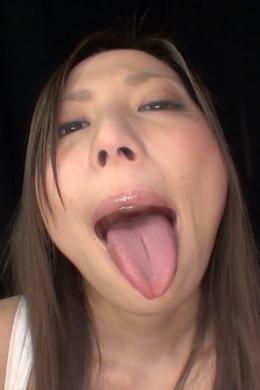 【舐め回されているかのようなベロ観察】 ベロが長い美人おねぇさんの猥褻ベロを完全バーチャルで迫った大迫力映像。■SD&ハイビジョン高画質(HDV-720P)