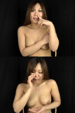 【鼻水観察 進藤怜】 出そうで出ないくしゃみに、苦悶の表情を見せる怜ちゃん。絞り出すような鼻水が糸引きます。