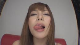 フェチ:その他:桐谷ユリアのプラ板ベロ舐め