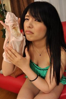 【汚パンツオナニー】 巨乳の145cmのみなみさん。おまんこからはパンツ越しでもかなりの悪臭が…。綺麗な顔をしているがパンツはかなりの汚れで、オナニーで更に汚れていた。