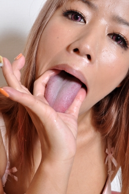 【リクエスト作品◆黒ギャルちゃんのベロを観察するフェチ】 涎を垂れ流し、指を舐め、その自らの体液のニオイを嗅ぐ・・・act.小坂りず