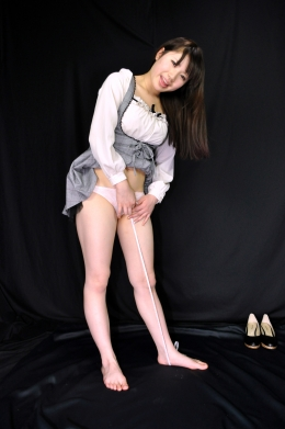 【股下サイズ計測】 美女の股下、足のサイズを計測  千星はるか(21)