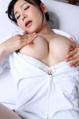 【乳首オナニー】  エステシャンがお客さんにオナニーを見せつける。「私乳首が一番感じるの」などど乳首を擦りマッハで乳首を擦りオナニーする。乳首オナニー。