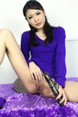【素人の女にオナニーさせる】 瞳ちゃんにドキュメントでオナニーの仕方を聞いてみました!  相田瞳