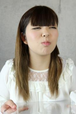 【ゆうなの鼻水観察】 19歳ゆうなの鼻水観察。こよりを自分で使わせてくしゃみをさせるが出そうで出ない。あの感じが可愛くてたまらない。なんとか鼻水が垂れてきたが美しいクリアな透明色で若さ溢れる鼻水であった  南ゆうな