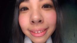 フェチ:その他:関西系アイドルグループの山〇菜〇激似JKのベロガラス舐め