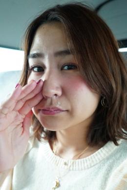 【鼻観察・くしゃみ鼻水 杉村さよこ】 素人娘のさよこちゃんの鼻をじっくり観察させてもらいました。恥ずかしがるさよこちゃんがとても可愛らしいです。色々な角度から観察した後はこよりでくしゃみをたくさんしてもらって、出てきた鼻水もじっくり観察しちゃいました。