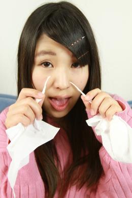 フェチ:レズ:素人娘あさみちゃんの鼻観察・くしゃみ鼻水