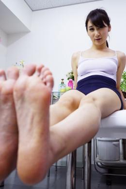【美脚ストレッチ観察 葵千恵】 抜群のプロポーションを持つ葵千恵さんのストレッチを観察しました。色白でスラッと伸びた綺麗な脚とムチムチの太ももがたまらないです。吐息を漏らしながらお尻を突き出してマン筋が見えちゃってます。