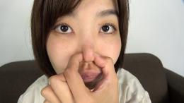 フェチ:レズ:素人娘ゆうこちゃんの鼻観察・くしゃみ鼻水