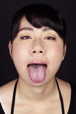 【バーチャルベロキス 和泉希歩】 希歩ちゃんとバーチャルでベロキスできる完全主観映像です。舌ブラシできれいに掃除した舌をじっくり見せてくれた後にその舌をネットリ絡ませてベロキス出来ます。しかも唾を吐きかけてくれてきれいに舐め取ってくれちゃいます。