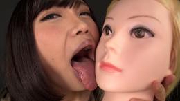 フェチ:レズ:マネキン女バーチャルレズ顔面舐め唾吐き掛け淫語 衣織