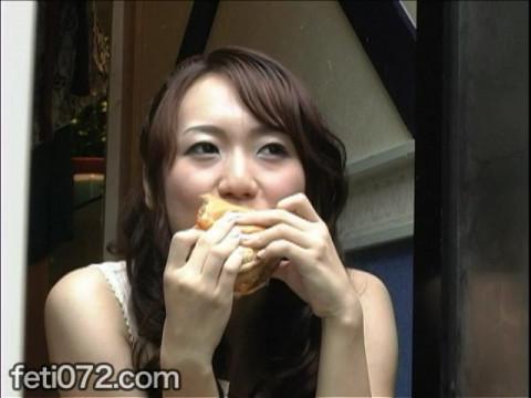 フェチ:レズ:大口開けて食べる女2