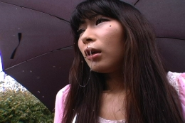 【美女の鼻水】 この鼻水はスゴイでしょ?寒さに震え思わずくしゃみ。 垂れ流すツララのような鼻水!まるでアノ瞬間のような 微妙な表情がフェチな動画