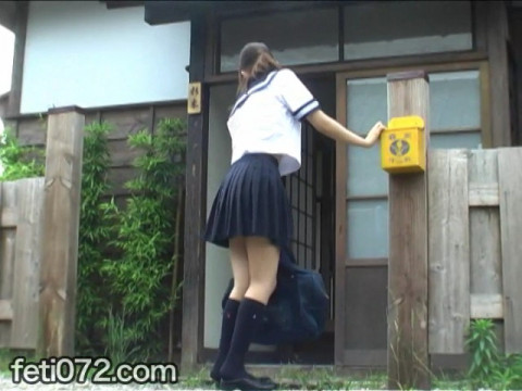 フェチ:レズ:小便おもらしシリーズ9 畳を濡らす女子校生の聖水