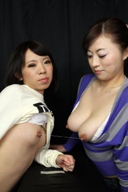フェチ:レズ:乳首相撲 貧乳×巨乳