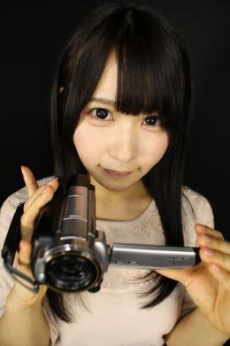 【NIMOちゃんの舌・口内自撮り】 NIMOちゃんにカメラを持ってもらい、自撮りで口内を撮影してもらいました!見た目の可愛らしさとは裏腹にエッチな淫語でグイグイと引っ張るようにして口内を見せつけてくれるNIMOちゃん!!小さめの口と短めの舌ですが、一生懸命大きく口を開けて、ベロも頑張って伸ばして見せてくれます!NIMOちゃんのヌキやすいエッチな淫語に合わせてたくさんシコシコして、NIMOちゃんの可愛らしい口内にたくさん出してあげてくださいね!!! 【フェティッシュ龍神監督作品】