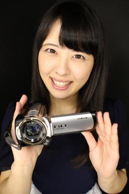 【綾瀬さくらちゃんの舌・口内自撮り】 綾瀬さくらちゃんにカメラを持ってもらい、自撮りで口内を撮影してもらいました!キュートな顔立ちからは想像出来ない長くてエッチなベロの持ち主のさくらちゃん!!そのベロを卑猥に動かしながらエッチな淫語で興奮させてくれます!大きな口開けで喉ちんこまでたっぷり見せてくれるさくらちゃんの口の中でたっぷりシコシコしちゃってください!!! 【フェティッシュ龍神監督作品】