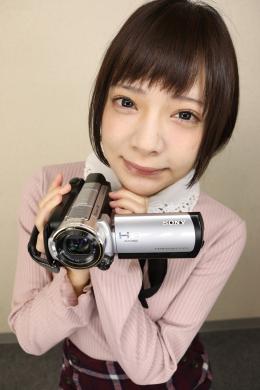 【一条みおちゃんの舌・口内自撮り】 フェチオナエクストリームフェティッシュシリーズ第五弾「一条みお」さんの登場です!一条みおちゃんにカメラを持ってもらい、自撮りで口内を撮影してもらいました!圧倒的美少女のみおちゃんが可愛らしい口を大きく開けて、いやらしい濡れたベロをたっぷり見せ付けてくれます!!こちらのオナニーをサポートしつつ、エッチで可愛い淫語でヌキ易く煽ってくれるみおちゃん!この美形顔とヤラしいベロのギャップでシコりまくって、みおちゃんのベロマンコにたっぷり射精しちゃってください!!! 【フェティッシュ龍神監督作品】