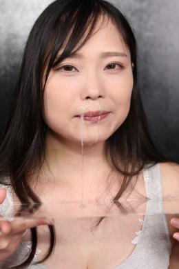 【鼻観察・くしゃみ鼻水 悠木りほ】 お嬢様の様な丁寧な受け応えで育ちの良さを感じさせるりほさんの鼻と鼻水の観察。可愛いお鼻を横から観察後、拡張器具で鼻を広げてもらう。思いのほかしっかり生えている鼻毛に鼻くそも確認。その後、こよりを使って鼻水を出してもらう。じっくりと鼻穴を刺激してもらうと、透明度の高いよく伸びる鼻水がツーッと垂れ落ちてくる。 【mad dog監督作品】
