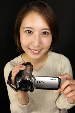 【佐々木咲和ちゃんの舌・口内自撮り】 佐々木咲和ちゃんにカメラを持ってもらい、自撮りで口内を撮影してもらいました!エッチ大好きないやらしいお姉さんの咲和ちゃんが、濃厚な口内をたっぷり見せてくれます!舌は分厚く健康的な色をしていて、この舌であんなことやこんなことをされる妄想で興奮が止まりません!!口開けも大きく咥え込まれる妄想が止まりません!優しくいやらしく包み込んでくれる咲和ちゃんの口内と舌に思いっきり射精して、白く汚してあげちゃってください!!! 【フェティッシュ龍神監督作品】