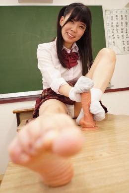 フェチ:レズ:女子校生の発酵した激臭爪嗅がせ&汗臭まみれ汚ソックスコキ 花井しずく