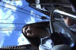 【女子校生 自転車パンチラ】 ≪女子校生のパンチラ自転車≫自転車に急いでまたがり【急発進する自転車】まさか・・・自転車に盗撮用のカメラが仕込まれてたなんて!!!油断して、股を少し広げるシーンや、正面から風が吹き、気にしてスカート押さえるシーン等最高です!!■高校生の生パン、覗いてみたかった方必見■