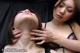 【首舐めマッサージレズ】 首、喉仏のラインが卑猥なんです。ねっとり舌を這わせるレズ、美しい観察系フェチ動画。
