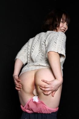 【素人的尻ダンス】 大きめのお尻のみゆちゃんがキュロットをヌギヌギ尻振りダンス。ケツの穴まで見せてくれます。