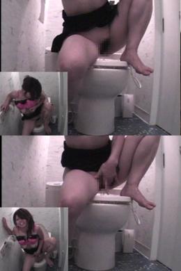 【トイレ盗撮 ウオッシュレットオナニーする女】 トイレのウオッシュレットをおマンコに直撃させてオナニーする女。水圧とともに喘ぎ声も大きくなる。水圧マックスで絶叫アクメする女ののオナニーの一部始終を隠し撮り