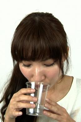 【唾液・涎飲み】 コップに唾液(ツバ)、涎(ヨダレ)を溜めて最後に飲む  藤城さき(24)