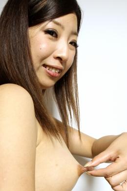 【乳首セルフいじり】 勃起した茶色乳首を手で擦りながら勃起観察  菅野しほ