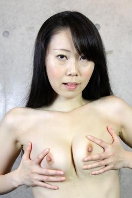【セルフ乳首オナニー】 可愛いゆうかちゃんの乳首オナニー。カメラにむかって興奮して桜色の乳首をいじっていっちゃう。  浅宮ゆうか