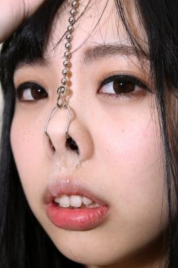 【鼻水観察】 唇がいやらしいあかねちゃんに鼻フックしてこよりを使って鼻水を出させる