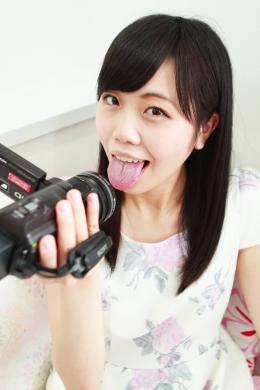 【尾崎ののかちゃんの歯・口内自撮り】 尾崎ののかちゃんにカメラを持ってもらい、自撮りで歯と口内を撮影してもらいました!その可愛いルックスからは想像出来ないエッチな淫語を連発しながら、口内をいやらしく自撮りしていくののかちゃん。その可愛さとエッチさに大興奮間違いなし! 【フェティッシュ龍神監督作品】