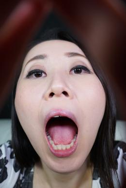 【主観口臭嗅がせ 浅宮ゆうか】 妖艶な浅宮ゆうかさんの口臭をかがせていただきます。口を大きく開き、いやらしいベロまで丸見えです。様々な香りを想像しながら興奮してください!