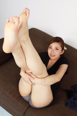 フェチ:レズ:素人娘あずさちゃんの脚観察