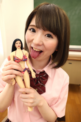 フェチ:レズ:レズシュリンカー ~同性の人形を溺愛する女子校生みおの人形姦自慰 篠崎みお