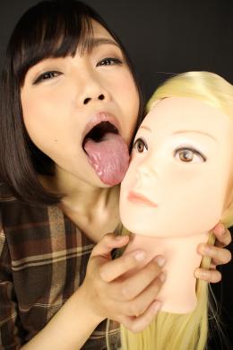 フェチ:レズ:マネキン女バーチャルレズ顔面舐め唾吐き掛け淫語② 衣織