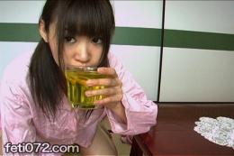 【パジャマ美少女飲尿健康法はじめてみた。 初日】 美少女がコップに放尿、飲尿を試みるが…飲めんのか飲めないのか?!下だけ脱いで朝一おしっこ。そんな人に見られたくない羞恥フェチ動画いかがですか。